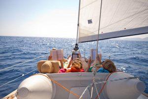 medsailors-sailing-tour-three-girls-reading