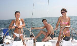 women-helm-yacht12